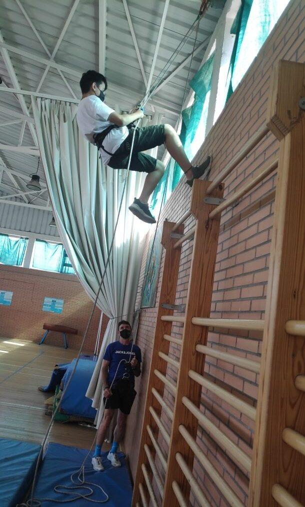 Disfrutando de experiencias diferentes los últimos días de clase en educación física y la optativa de deporte.